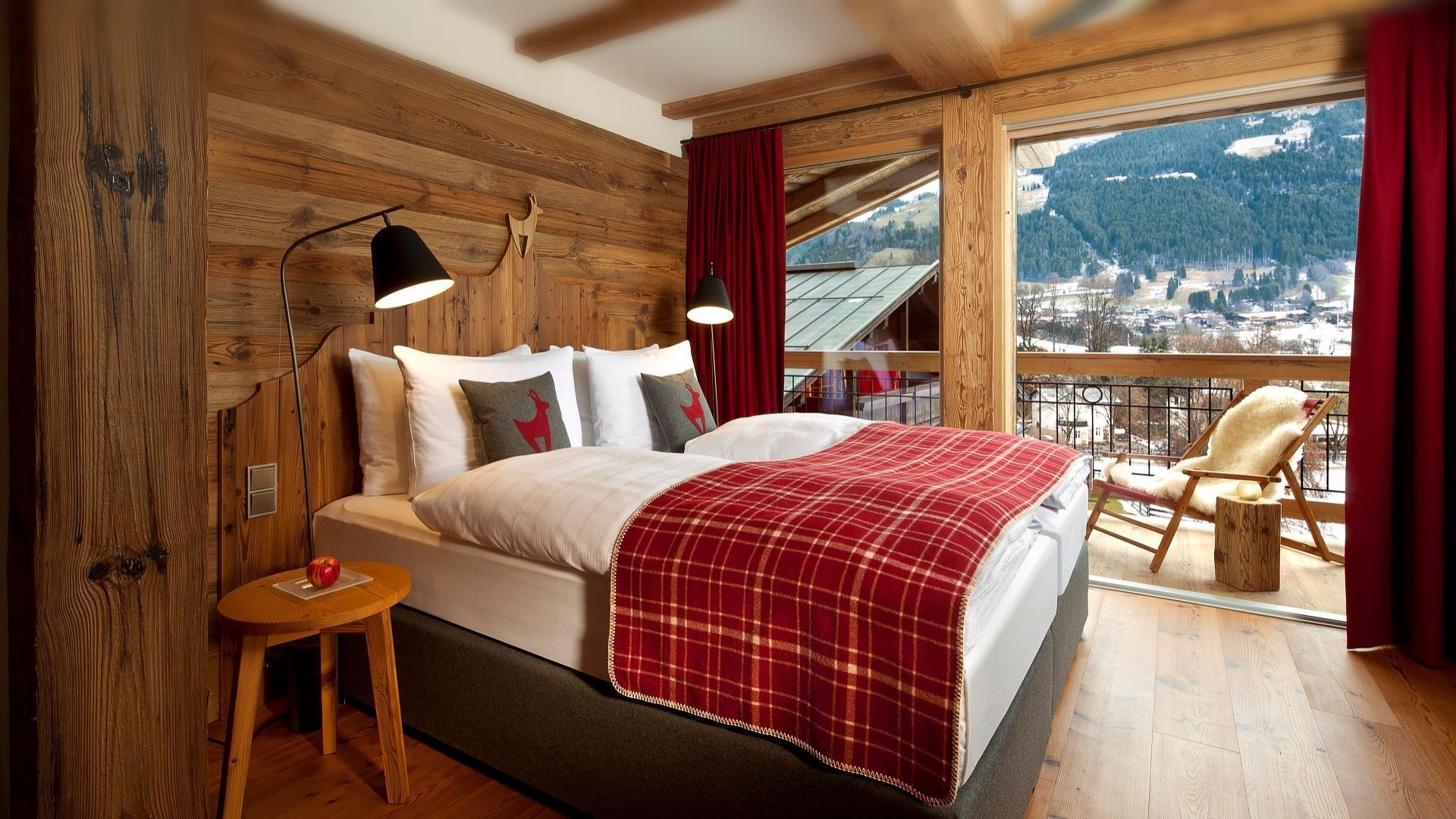 Emporium-Voyage-Hotel-Kitzhof-Mountain-Design-Resort-Kitzbühel-Junior Suite (2).jpg